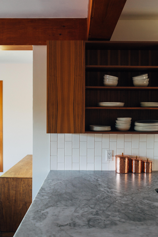 Drevené kuchynské dvierka od Darpol professionals. Výrabame moderne ale aj tradične rustikálne frezovanie alebo hladke kuchynske dvierka z masivneho dreva.